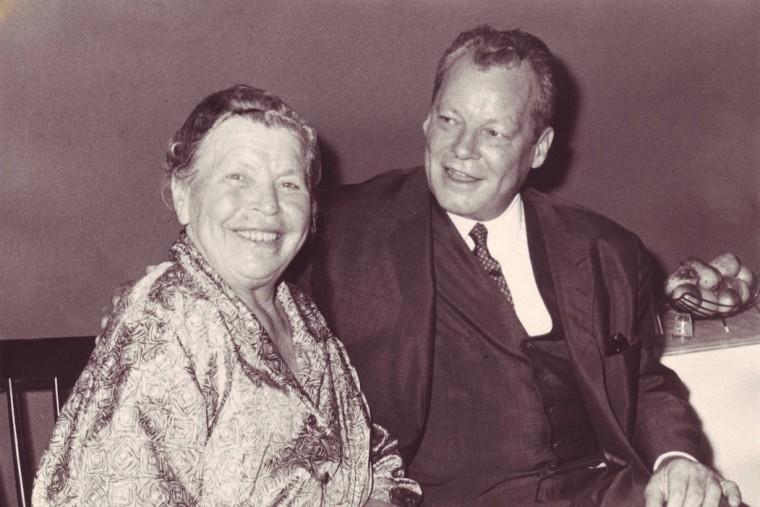 willy brandt und seine mutter martha kuhlmann an ihrem 70 geburtstag in lbeck 16 mrz 1964 gnter kuhlmann lbeck - Willy Brandt Lebenslauf